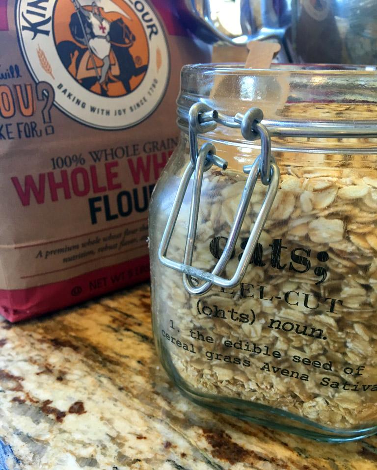 rolled-oats-in-steel-cut-oats-jar